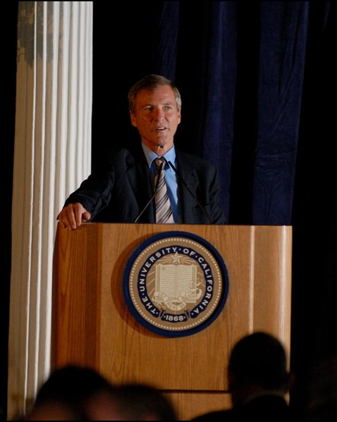 Agent Leigh Steinberg speaking at The University of California Berkeley