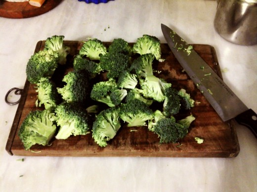 Man's foe (or not) : Broccoli (try to chop the crown into semi-bite sized pieces for ease in consumption)