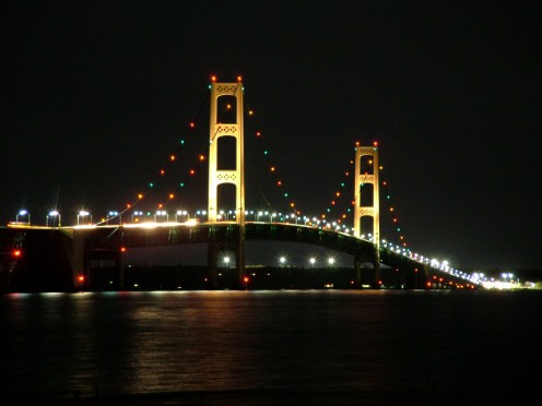 Mackinac Bridge lit up at night. By Nick Nolte (Own work) [GFDL (http://www.gnu.org/copyleft/fdl.html), CC-BY-SA-3.0