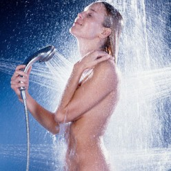 5 Health Benefits of Hot Showers