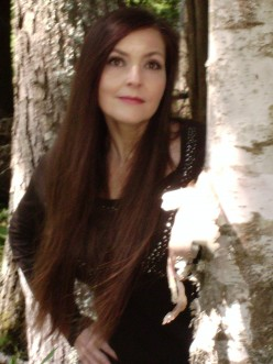Author Interview:  Lisa Grace, supernatural mystery thriller writer.