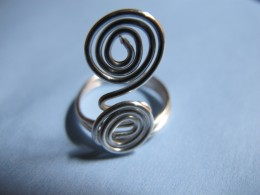 Double spiral ring