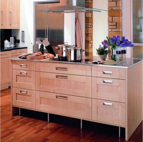 Simplicity of design unite with blonde maple colouring to bring a fresh and light mood into the home.