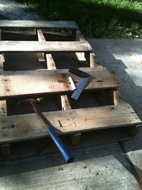 """Step 2: With the boards you have removed, measure a """"base"""" for each row of the pallet. The base is what will be the bottom of each tray, so figure out which end of the pallet is the top and bottom, then mark your boards."""