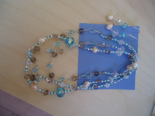 Necklace and Sterling Silver Earrings (Picture 1)