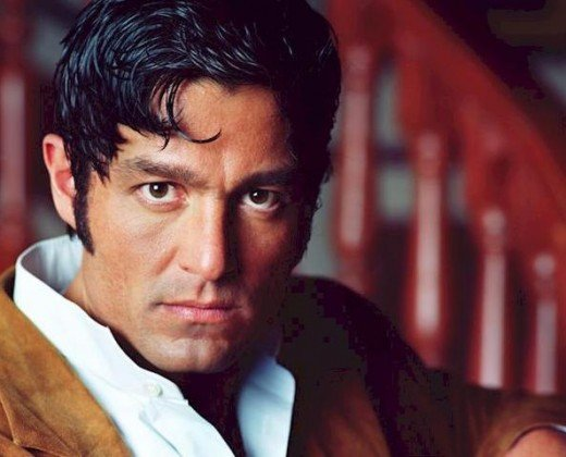 Fernando Colunga is all passion in the telenovela Amor Real
