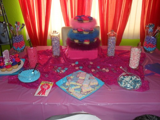 Seeing that you can't have a kids party without the key ingredient (sugar!!!!), we decided to incorporated a candy buffet filled with lots of goodies.