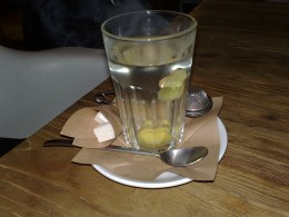 Here you have a glass of ginger tea.