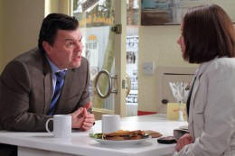 however he manages to persuade Alice to have lunch with him