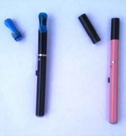 These e-cigs show two different mouth pieces to customize hit strength.  The left unit shows the drip-tip which gives a direct hit, and therefore stronger hit, of vapor from the atomizer to the user.  The right unit shows a standard cartridge.