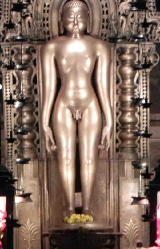 2.5 meter tall statue of Chandranatha