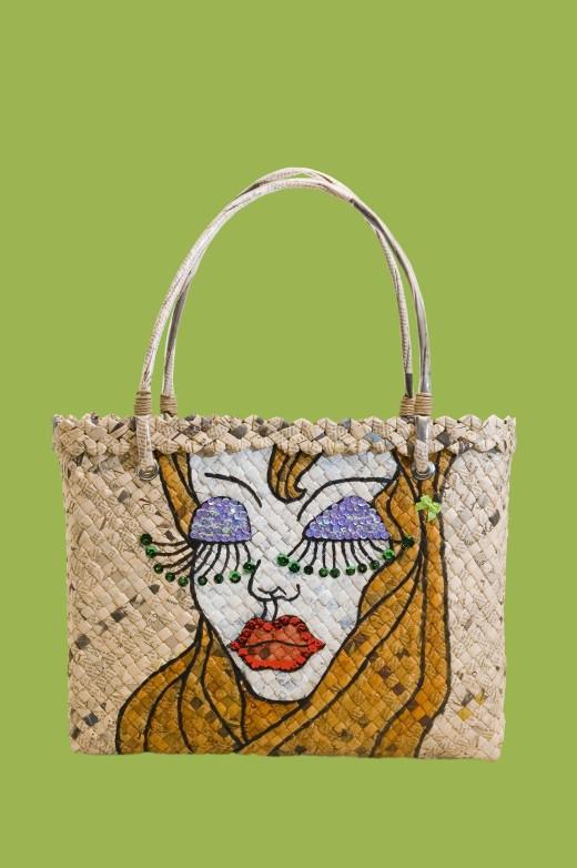 BAG by Tonyoquias A bag made of old newspaper