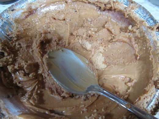 Spread peanut butter quickly! The peanut butter here is already starting to harden.