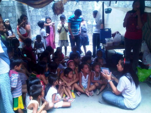 CS'er Vichelle doing story-telling to the Kids