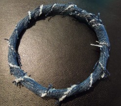 How To Make A Quick, Simple and customize Denim Bracelet. Free Jewellery Making Tutorial.