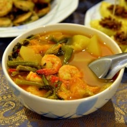 Chinese Subgum Chicken and Shrimp Soup