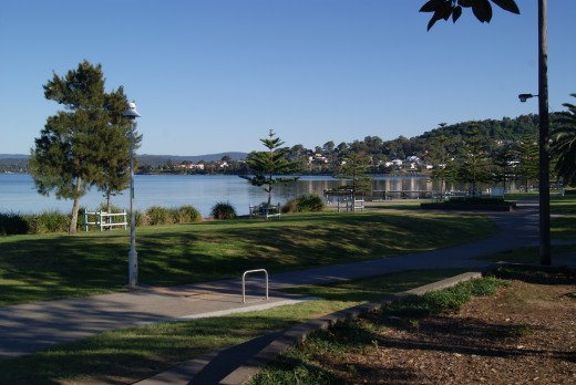 Great North Walk Warners Bay section is a shared footpath and cycleway. Dogs allowed.