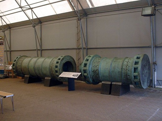 The Dardallnes Gun was a huge gun used to pound the seemingly impregnable walls of Constantinople.