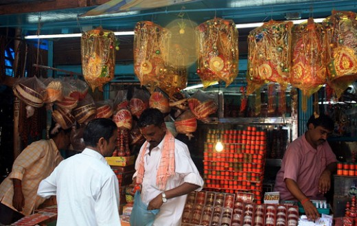 Shopping in front of Mumbadevi temple