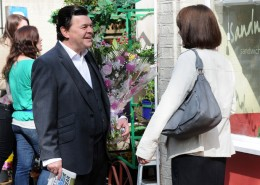 Derek is over the moon when Alice eventualy agrees to meet the rest of the Branning clan