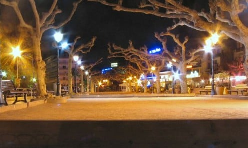 boule(bachi)courts at night