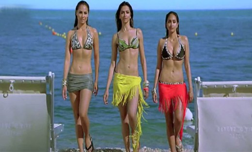 Deepika Padukone in Bikini in the center - from the Houseful movie grab.