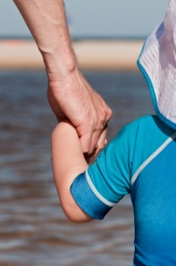 What Chemicals are in a Rashguard or Swim Shirt to Create Sunblock? Best Options for Health