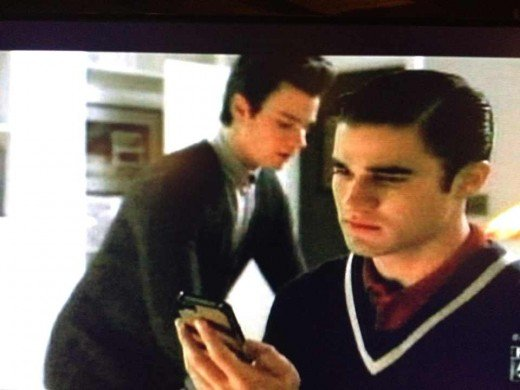 Blaine discovers Kurt's text indiscretions.