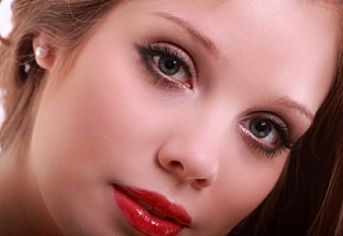 We can enhance our beauty  by sticking to a few cost-effective makeup items.