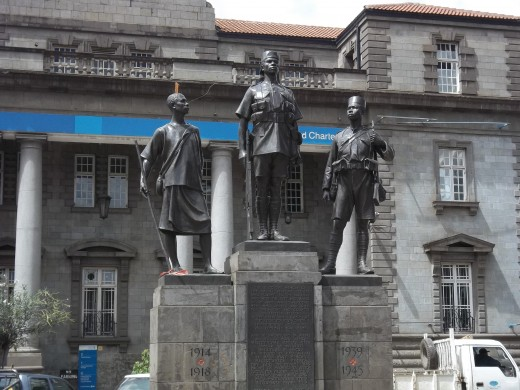 Statue commemorating the Africans soldiers and porters of world war 1 and 2 on Kenyatta Avenue