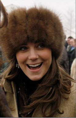 WHAT A SENSE OF HUMOR PRINCESS KATE HAS. SHE IS SEEN HERE LAUGHING IT UP WITH THE PRESS.