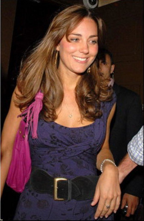 KATE MIDDLETON HAS SUCH AN ELECTRIC PERSONALITY, THAT SHE NEVER MEETS A STRANGER.