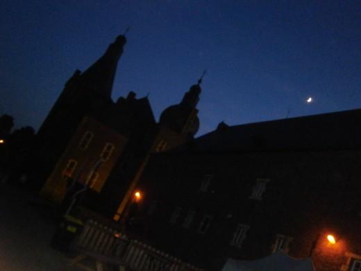 Hoensbroek by night