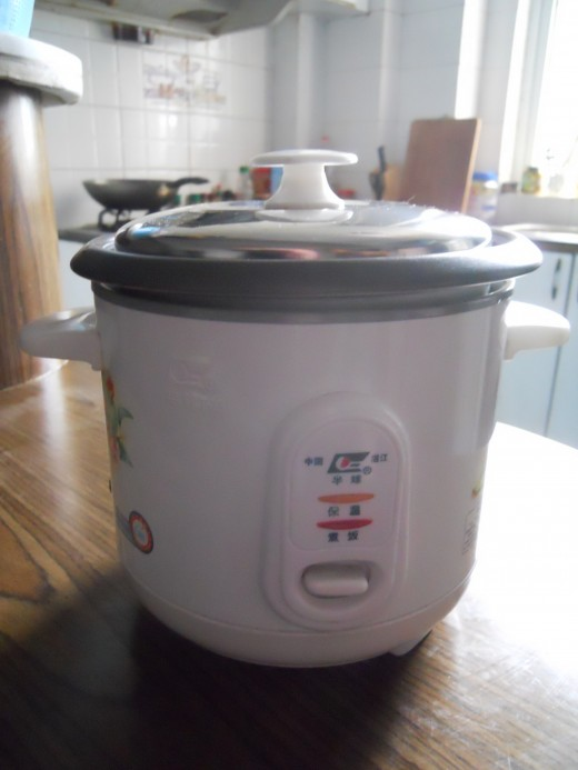 This is the rice cooker I currently use in my apartment.