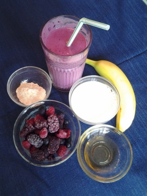 Berry Breakfast Smoothie with Ingredients