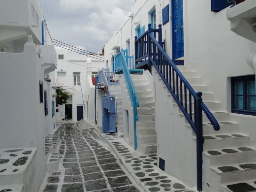This photograph of typical houses in Mýkonos was taken by Bernard Gagnon on October 11, 2011.