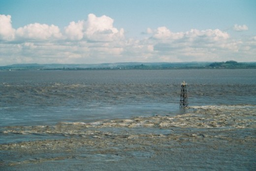 A view of the estuary from Beachley, Gloucestershire showing the strong tidal currents of the estuary.