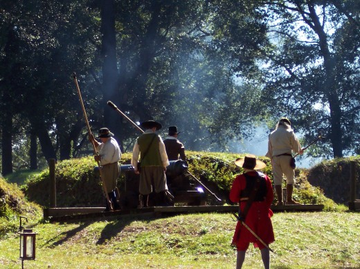 Live cannon demonstrations with attendants in full 17th century costume