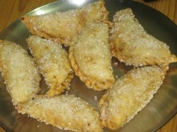 Delicious Indian sweet: Gujiya