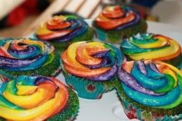 Double Rainbow cupcakes. Wonder where the second rainbow is? It's a surprise.  HAVE.