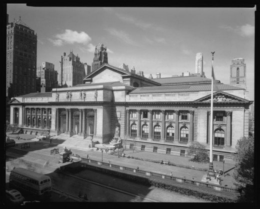 Title: 42nd Street. New York Public Library, front view. Date: 8/27/1945