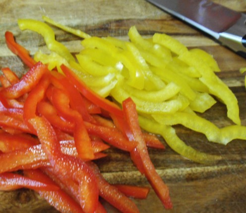 These colors look beautiful seen through the transparent rice paper.  And the peppers add crunch and flavor.