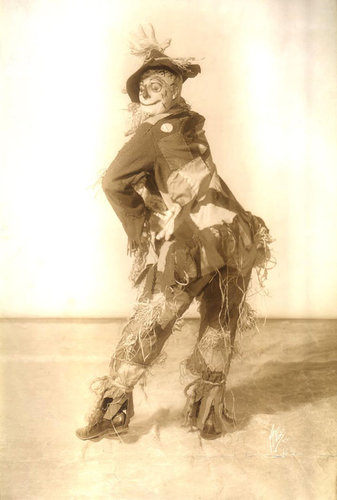 Stone played the Scarecrow on the stage from 1901-1911