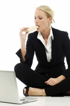 Desk Lunching – A Tell-Tale Sign of Workaholics