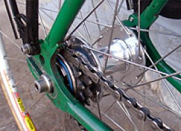 A picture showing the simple gearing on this single speed bike. Note just the one sprocket.