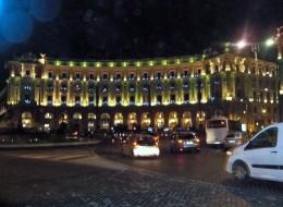 Arcade and Fontana della Naiadi in the Plaza della Repubblica