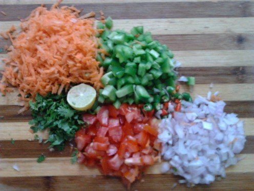 Grate the carrot.  Chop finely onion, green chillies, bell pepper, tomato, coriander leaves. Cut the lime in half.