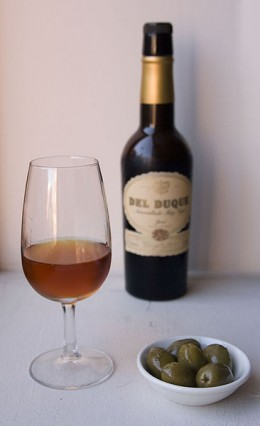 Sherry wine and olives