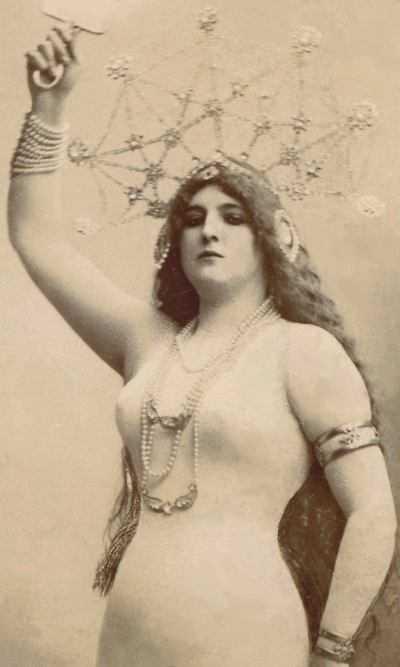 Clara Ward Posing