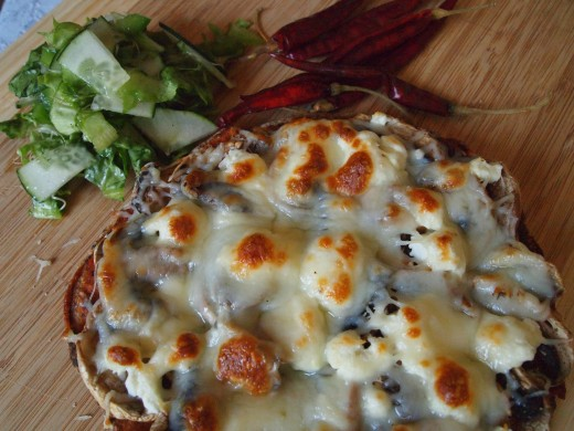A delicious spiced-up mushroom & goat cheese pita pizza ready in under 20 minutes. Enjoy!